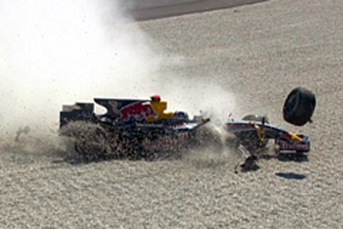 フリー走行1回目で激しくマシンをクラッシュさせたデビッド・クルサード(画像)