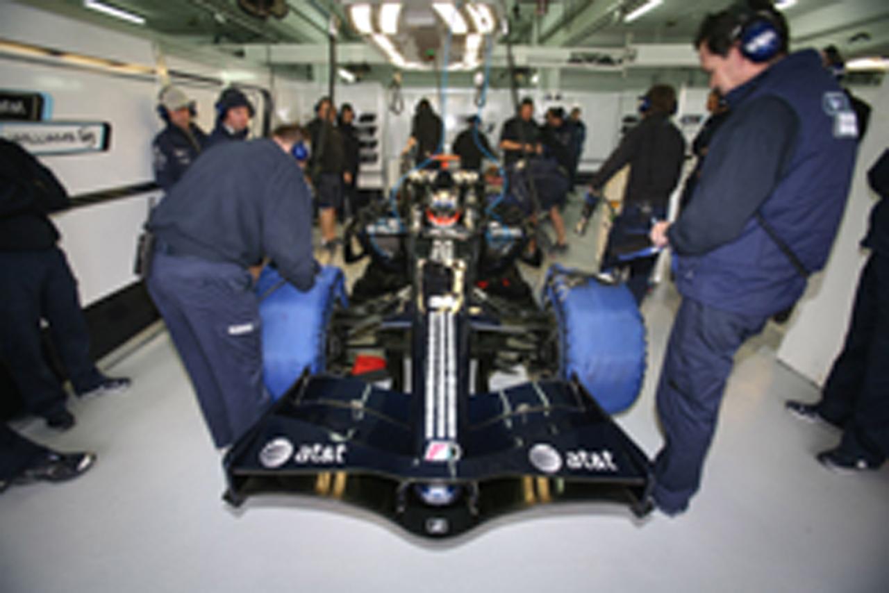 (画像)FW30の初走行はニコ・ヒュンベルグが担当