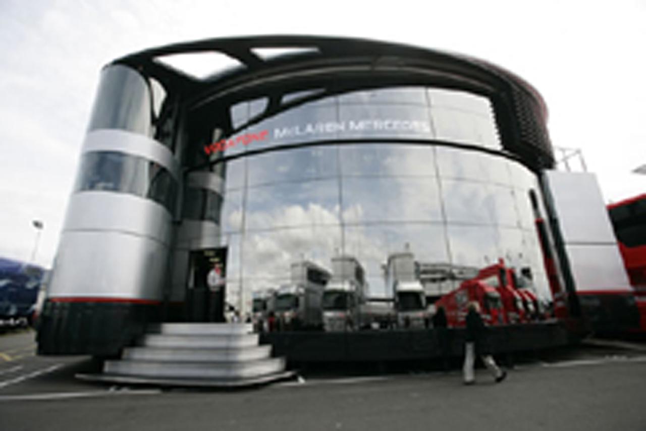 マクレーランの巨大モーターホーム(画像)