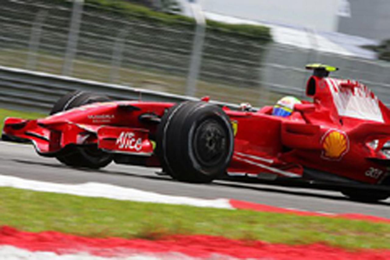 ポールポジションはフェラーリのフェリペ・マッサ(画像)
