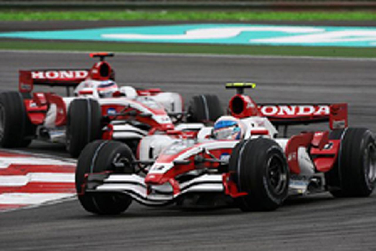 マレーシアGPで2台揃って完走したスーパーアグリ(画像)