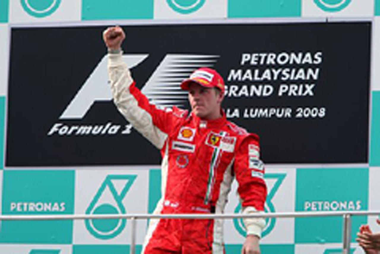 見事な走りでマレーシアGPを制したキミ・ライコネン(画像)