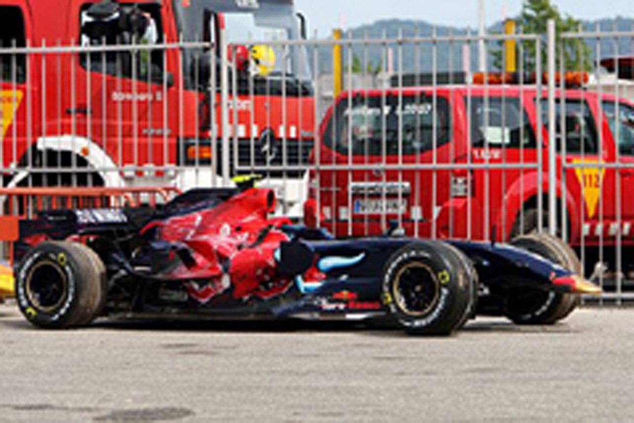 接触でフロントウェングを失ったベッテルのSTR2B(スペインGP)
