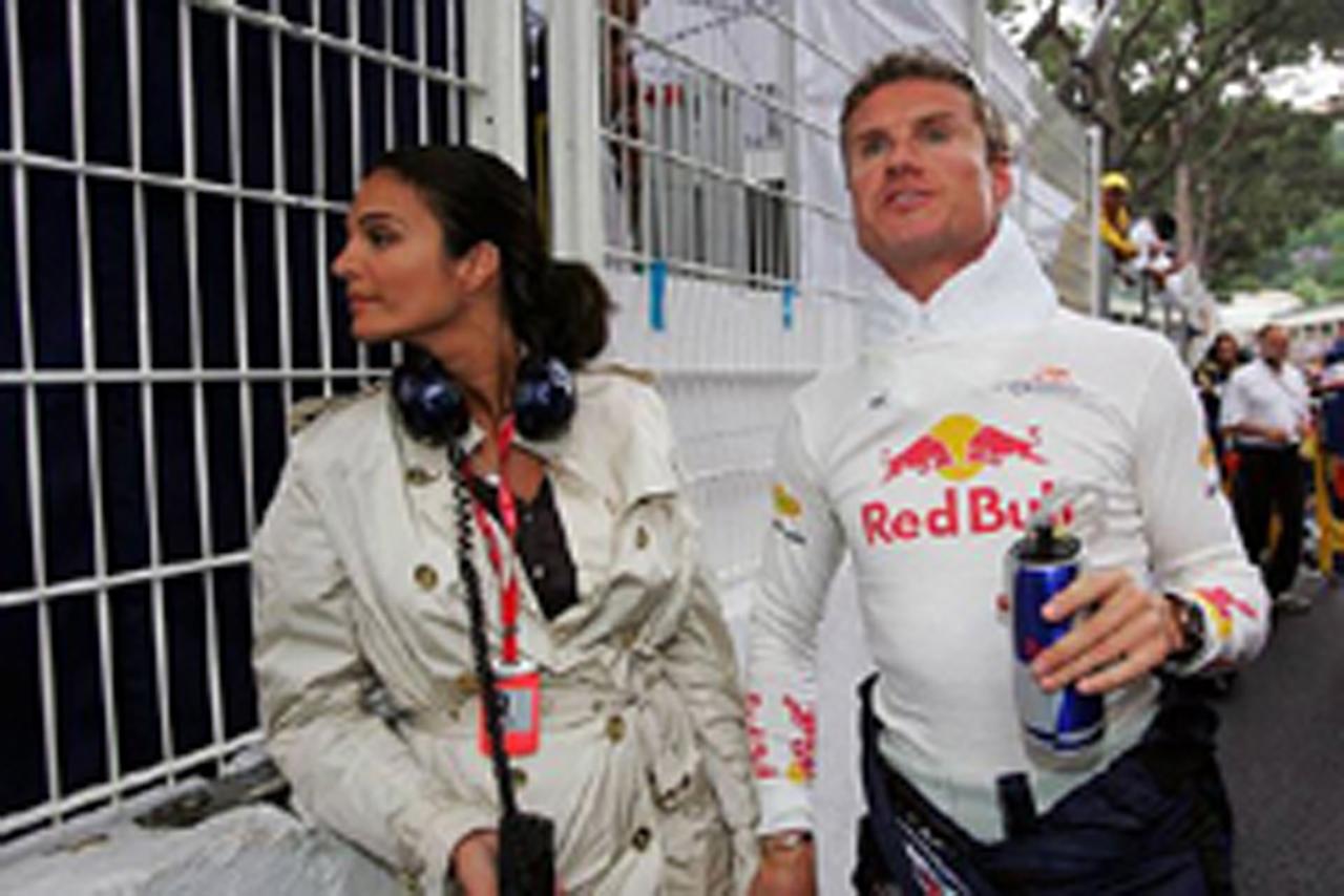 デビッド・クルサードと婚約者のカレン・ミニエ(画像)