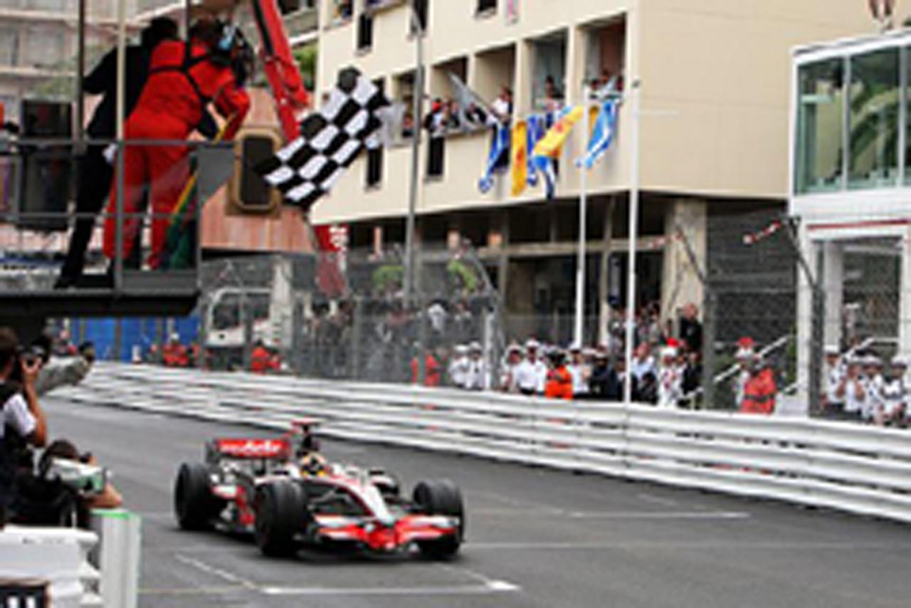 パンク状態で優勝したルイス・ハミルトン(マクラーレン)