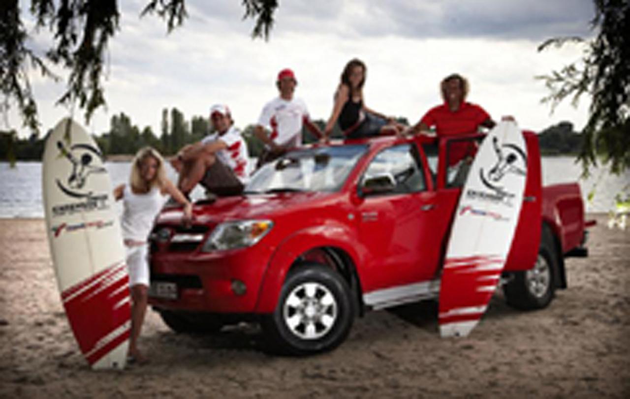 トヨタF1チーム、キムジーとのパートナー契約を発表