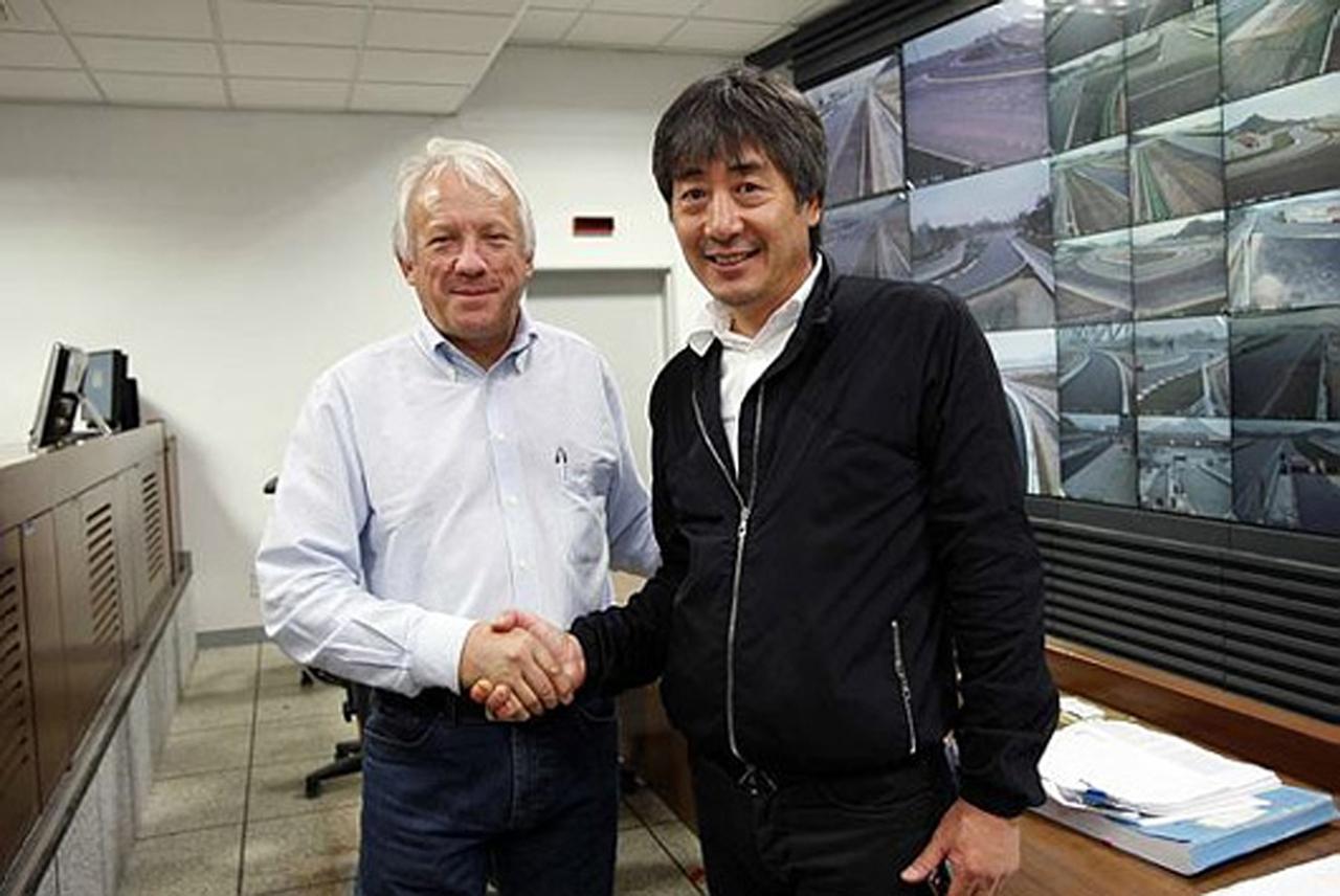 チャーリー・ホワイティング(FIA)とチャン・ユンチョ(KAVO)