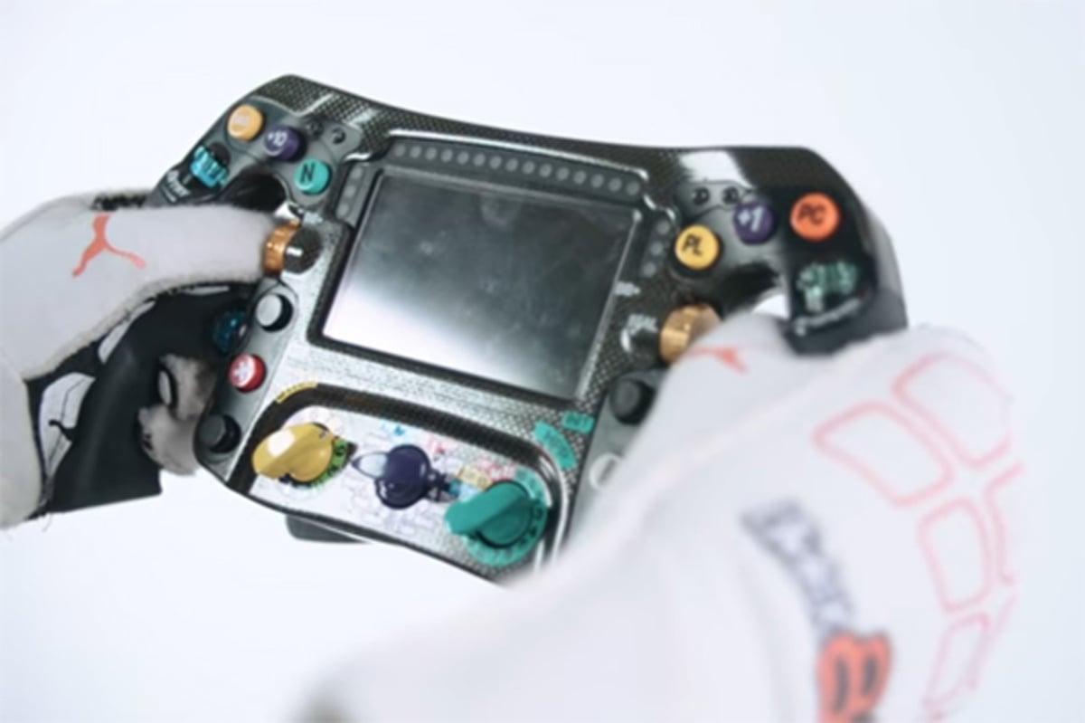 F1 ステアリング 進化
