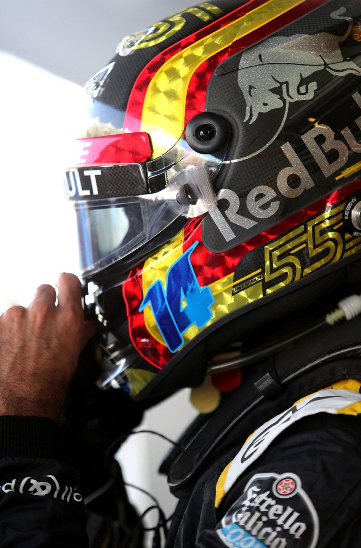 カルロス・サインツ 2018年 F1アブダビGP ヘルメット