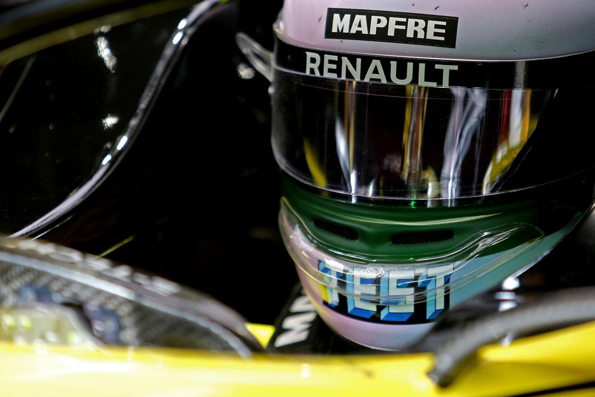F1 アライヘルメット