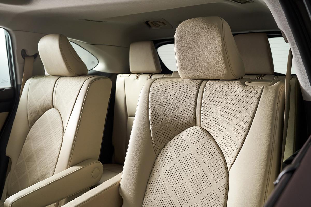 トヨタ 新型ハイランダー:広くて使いやすい室内空間