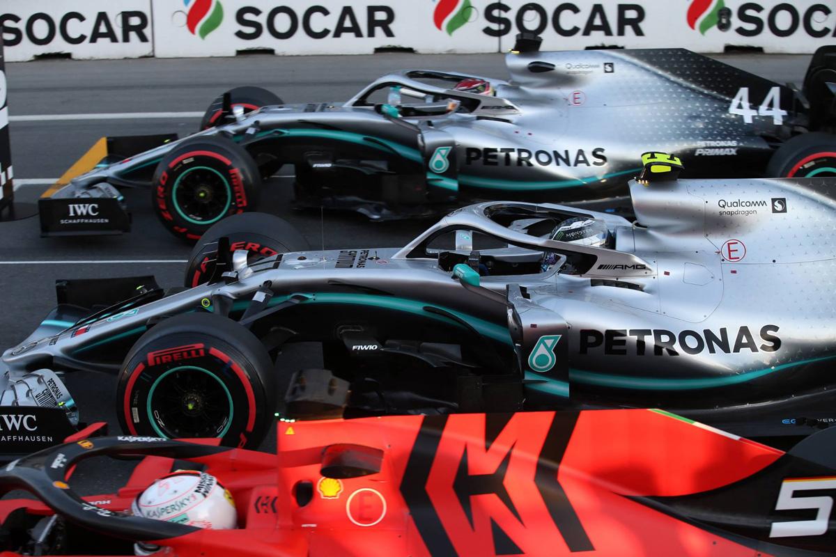 F1 メルセデスAMG F1 フェラーリ