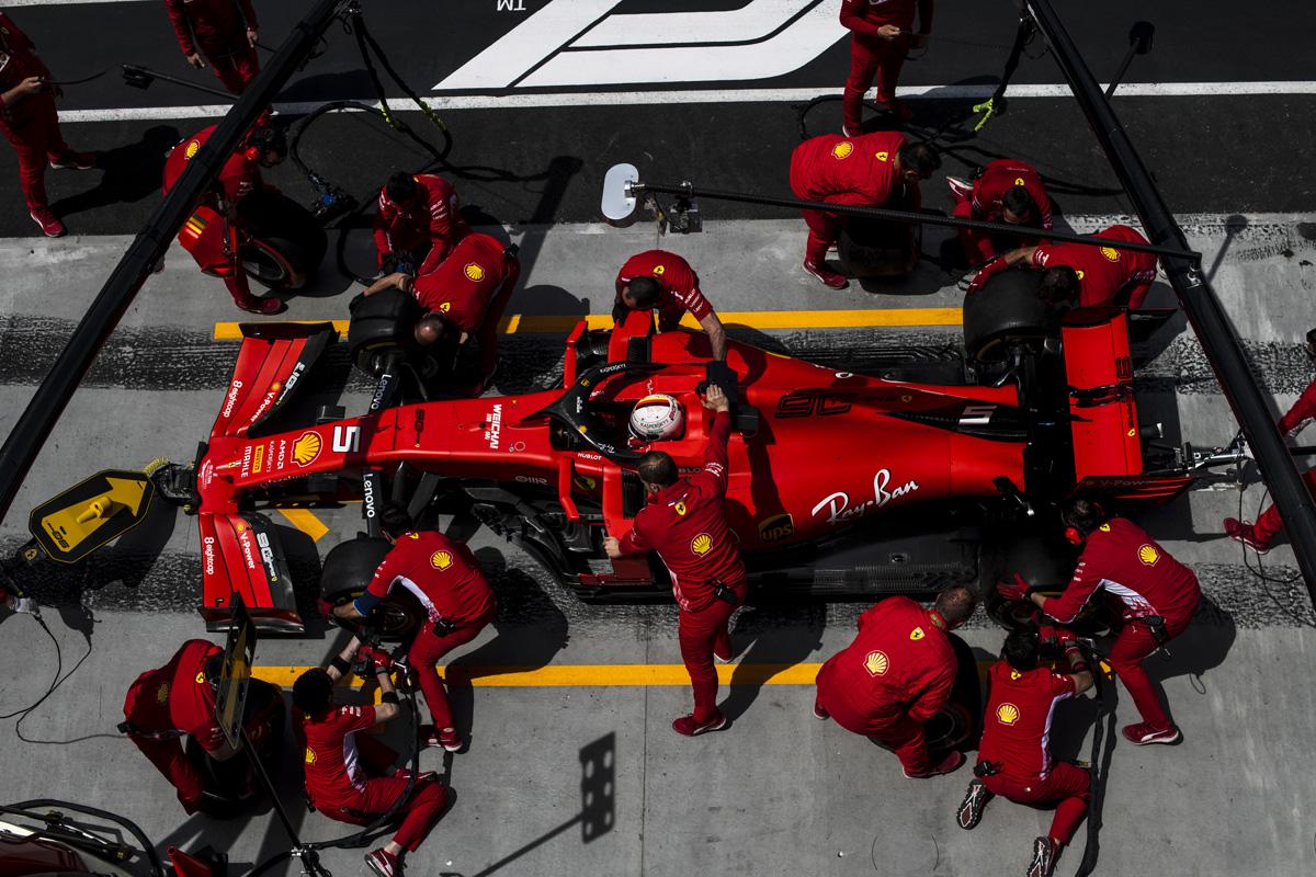 F1 フェラーリ ピレリ