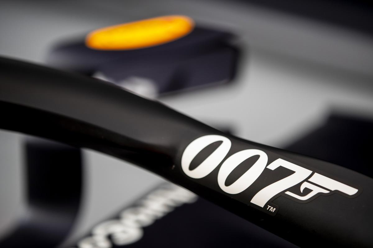 レッドブル・ホンダ RB15 with 007 ③