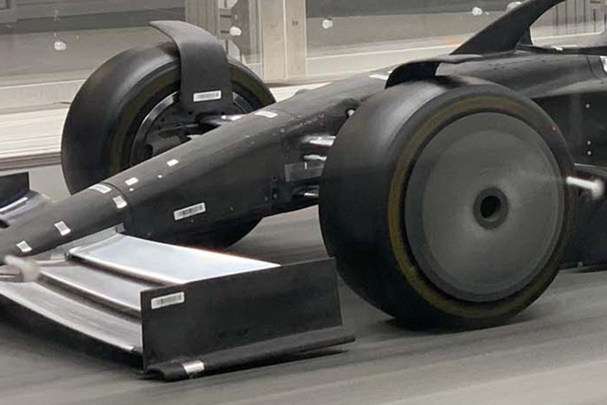 2021年F1マシン:18インチ扁平タイヤ