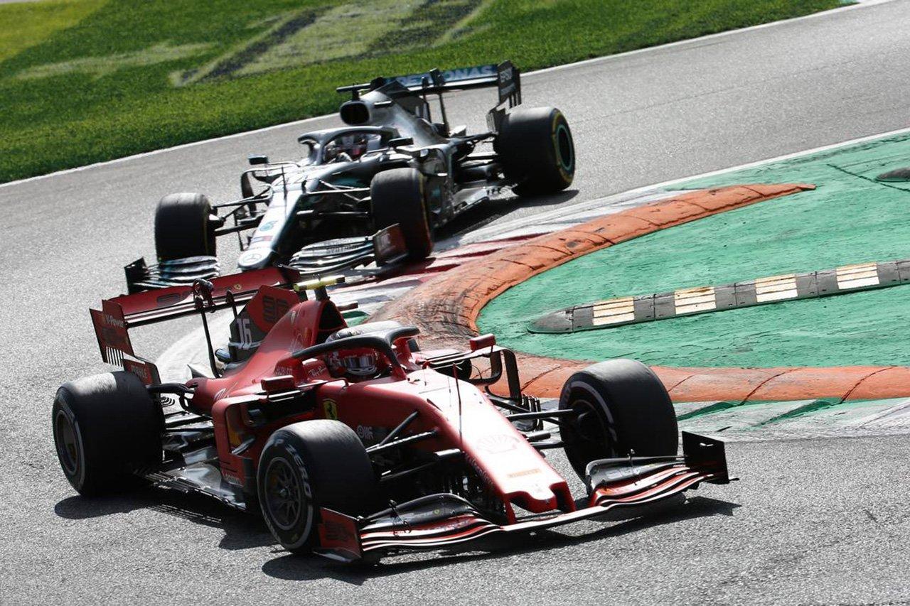 """ジャック・ヴィルヌーヴらがF1の""""黒白旗""""の再導入を批判"""
