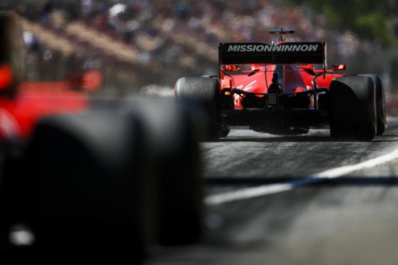 レッドブル・ホンダとメルセデス、フェラーリのF1エンジンに疑惑の目