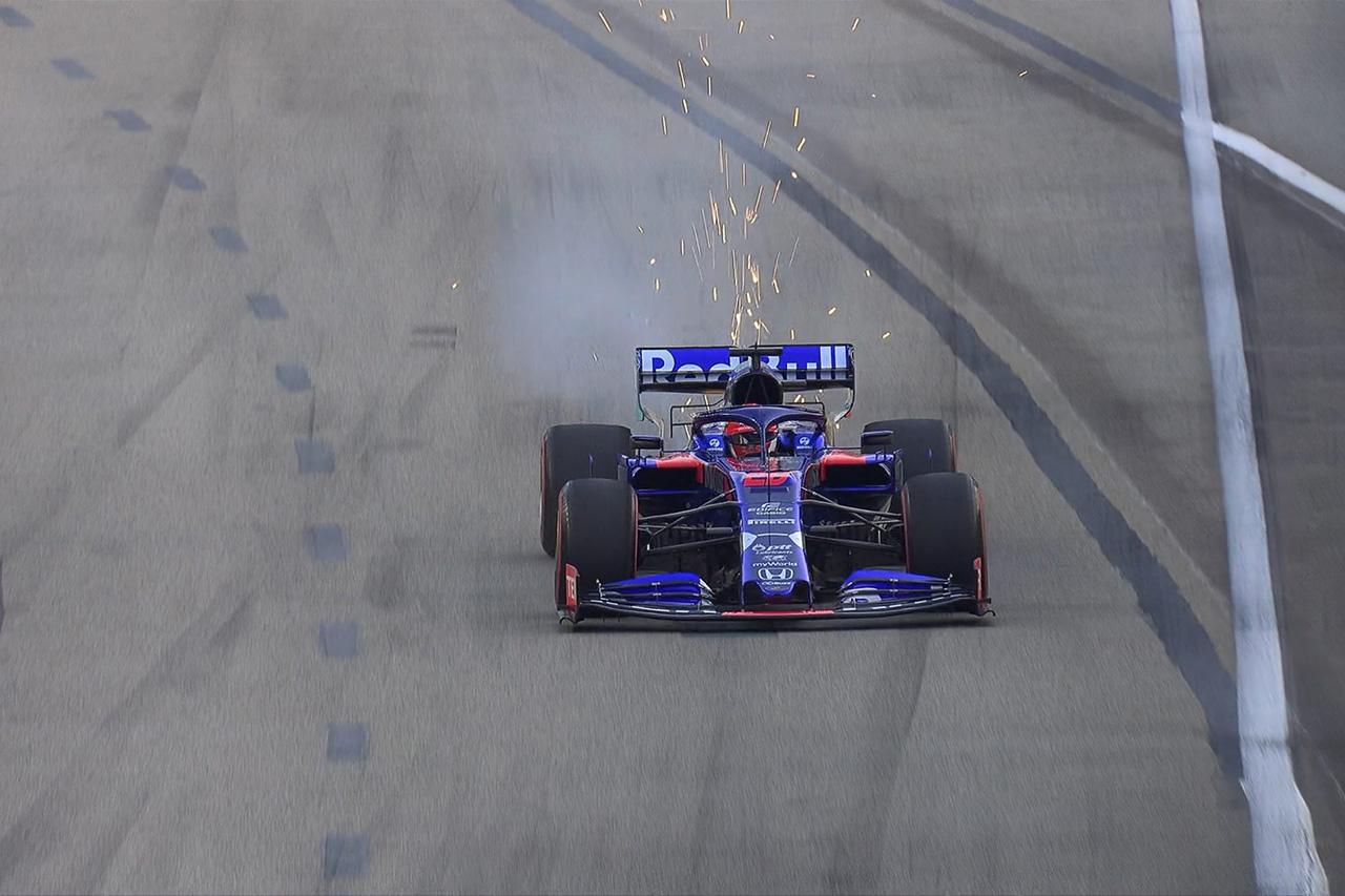 ホンダF1、白煙を上げたダニール・クビアトのパワーユニットを交換 / F1シンガポールGP予選