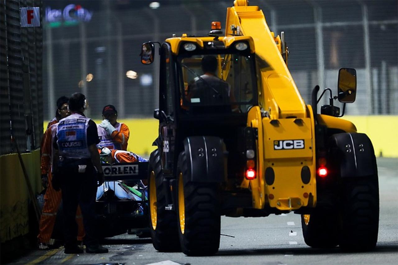 アントニオ・ジョビナッツィ、クレーンに近づきすぎで10秒ペナルティ / F1シンガポールGP