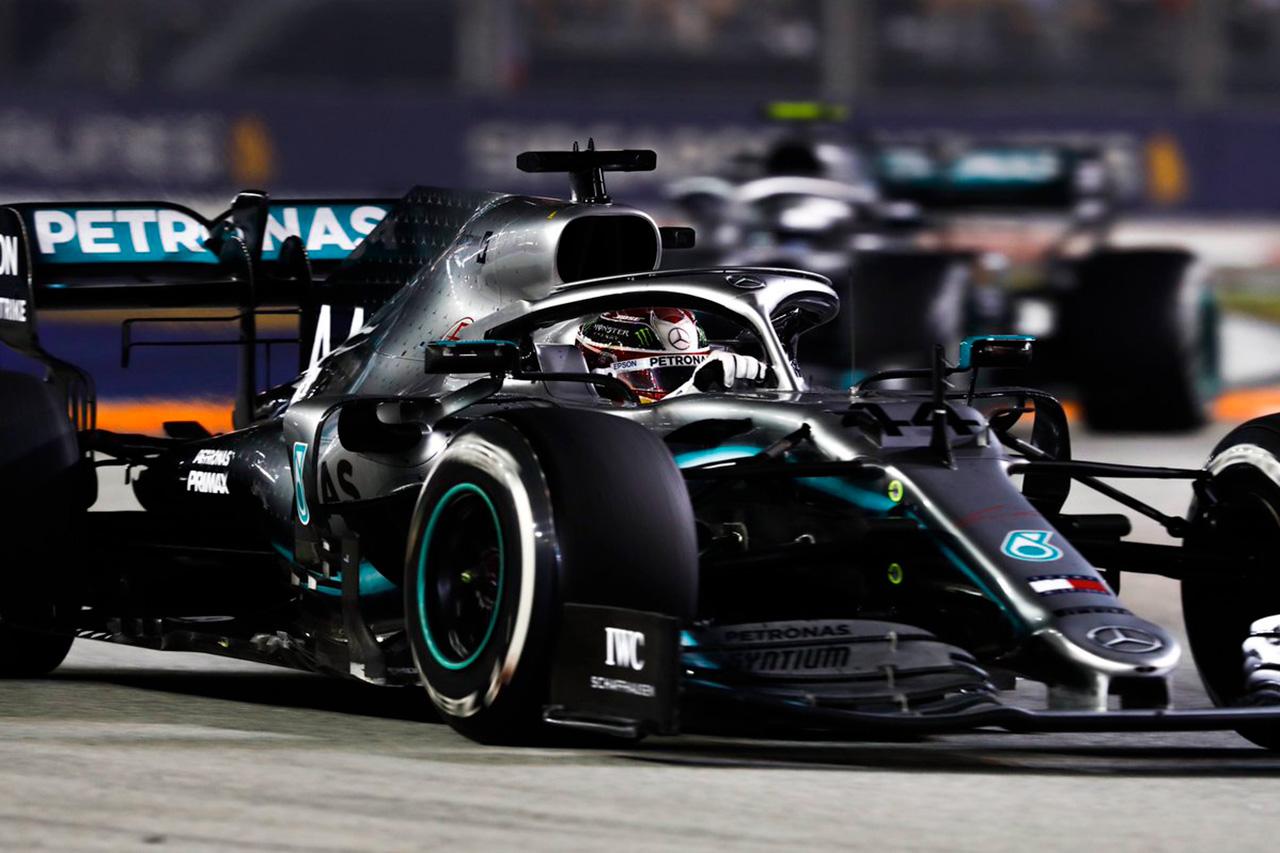 ルイス・ハミルトン、戦略に不満 「楽に勝てるはずのレースを落とした」 / メルセデス F1シンガポールGP