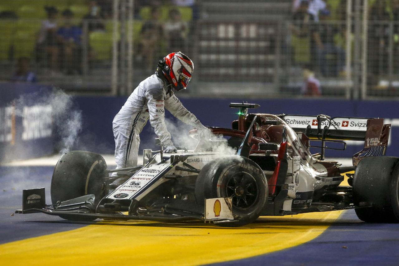 キミ・ライコネン 「クビアトが視界に入ったときには手遅れだった」 / F1シンガポールGP
