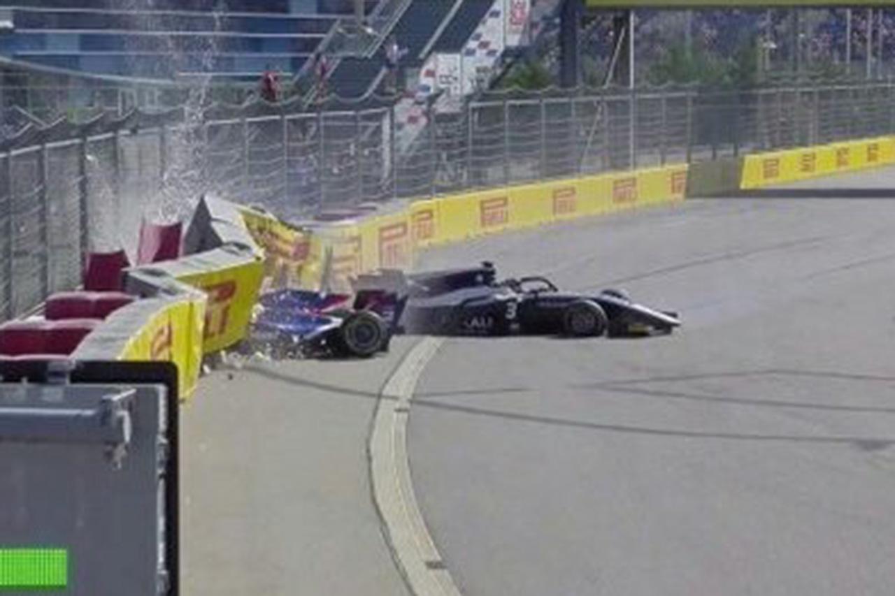 松下信治、F2ロシア大会のレース2で大クラッシュに巻き込まれ病院へ搬送