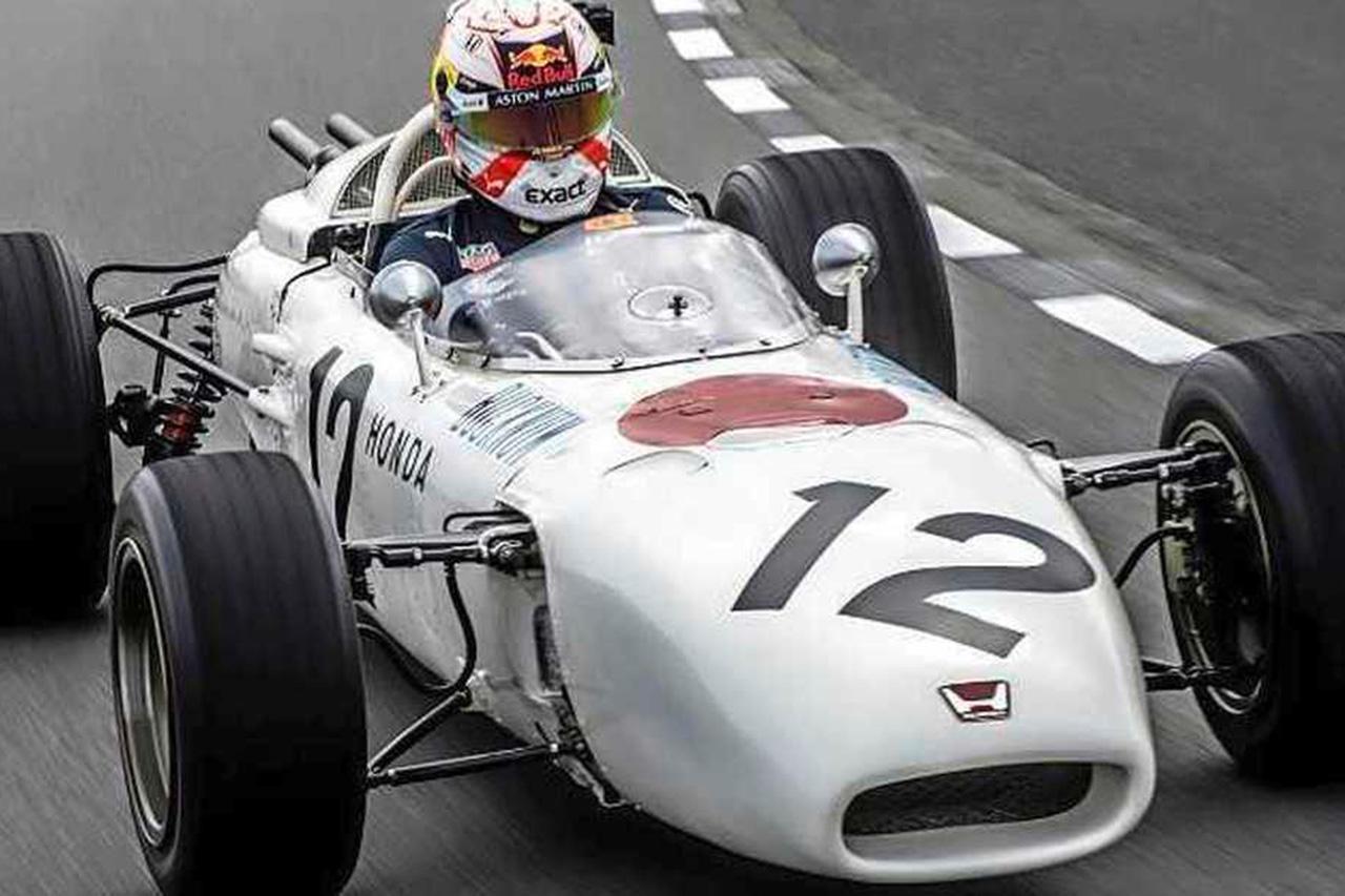マックス・フェルスタッペン、ホンダのF1初優勝マシン『RA272』をドライブ
