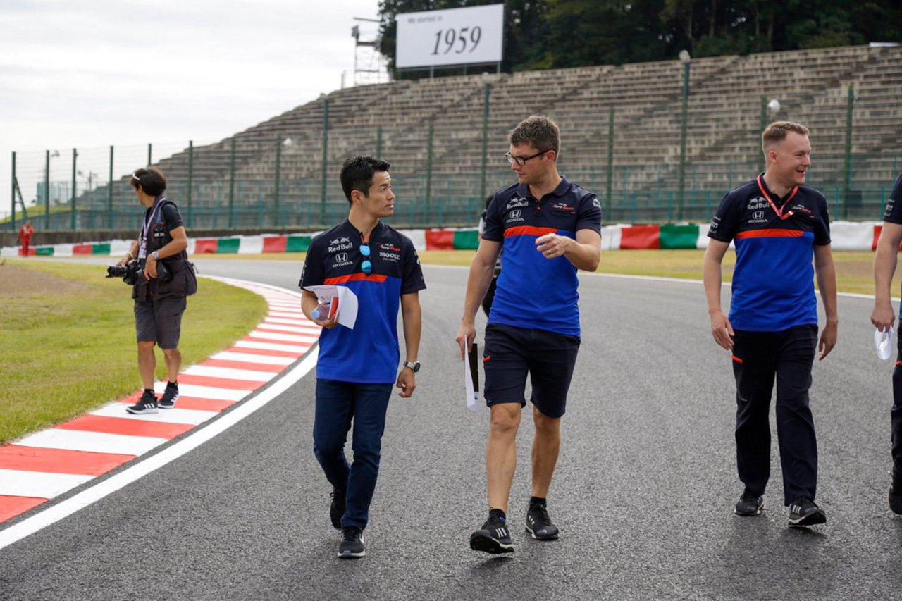 山本尚貴、トロロッソ・ホンダのウェアでトラックウォーク / F1日本GP