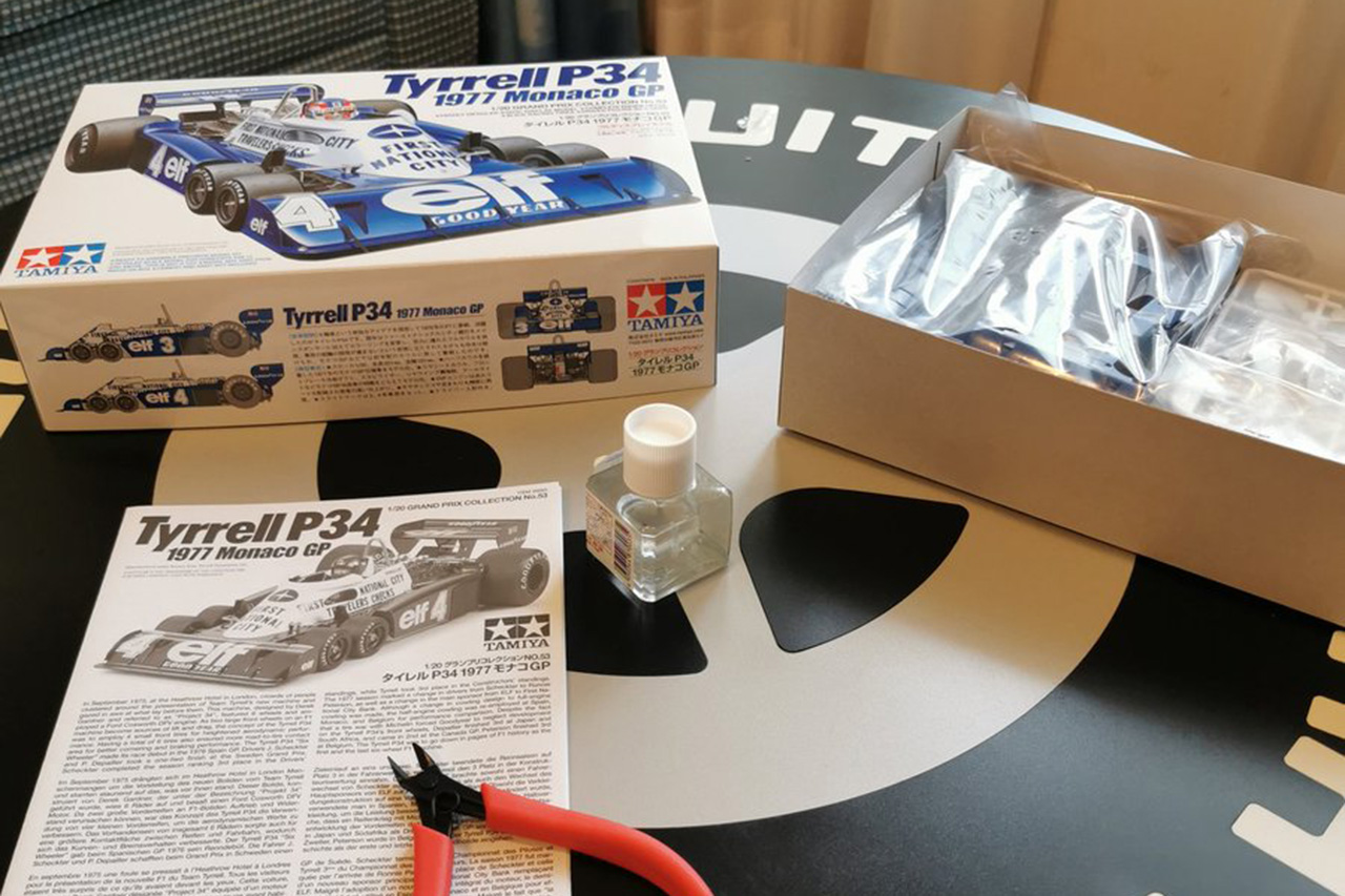 ロマン・グロージャン、土曜日は部屋でティレル P34のプラモデル作り / F1日本GP