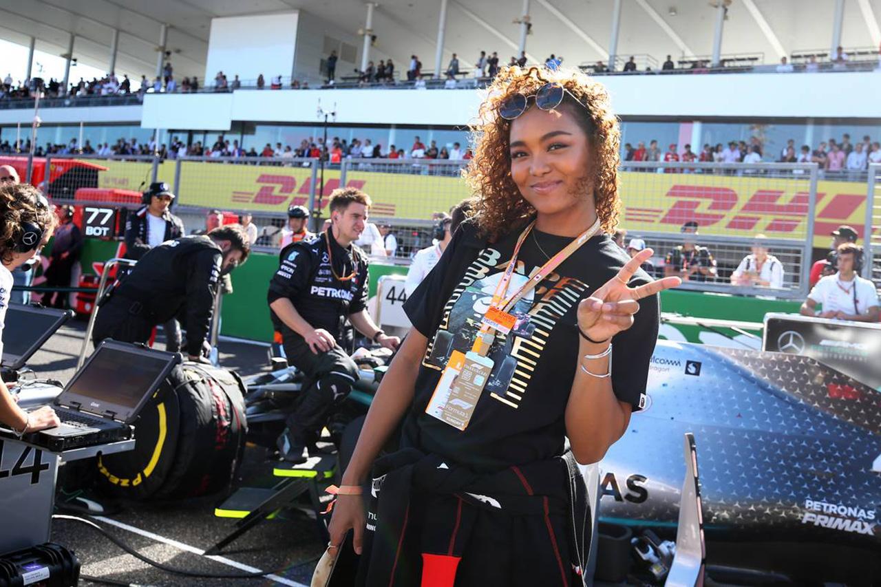 クリスタル・ケイ、F1日本GPを観戦に「やっぱり興奮しちゃうね!」