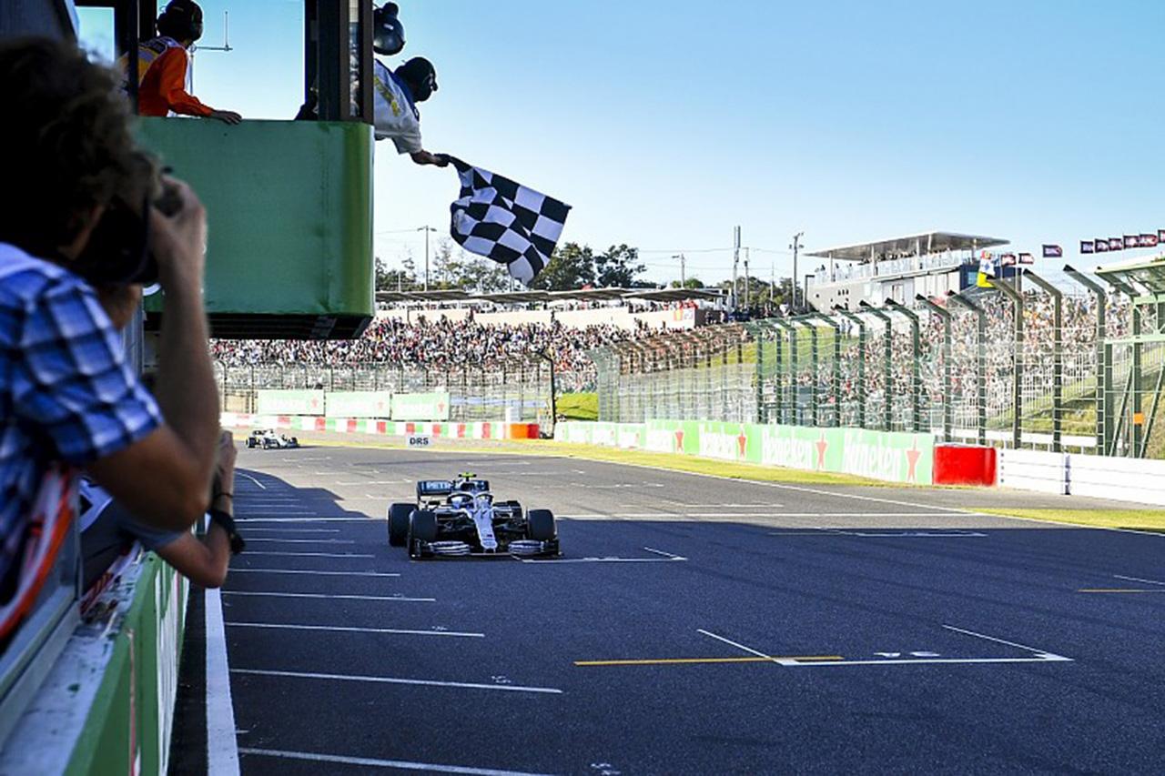 F1レースディレクター、日本GPでのチェッカーは「不運なシステムエラー」