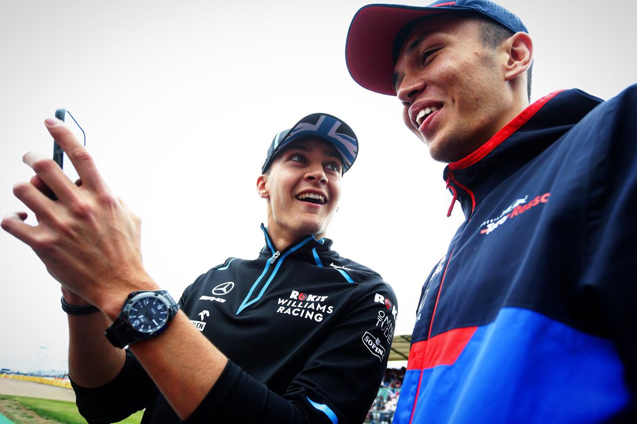 アレクサンダー・アルボン、F1でノーポイントのラッセルをからかう