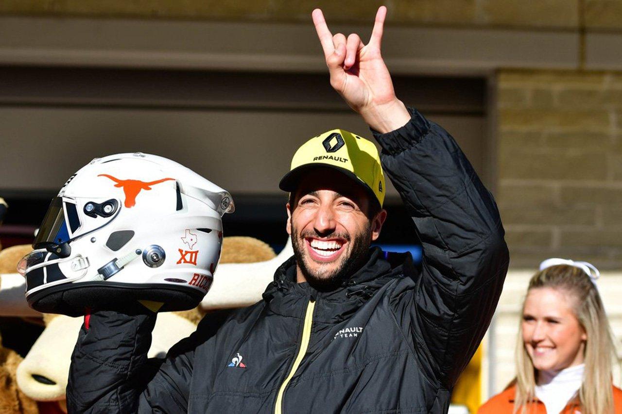"""ダニエル・リカルド、F1アメリカGPで""""アメフト""""仕様の特別ヘルメット"""