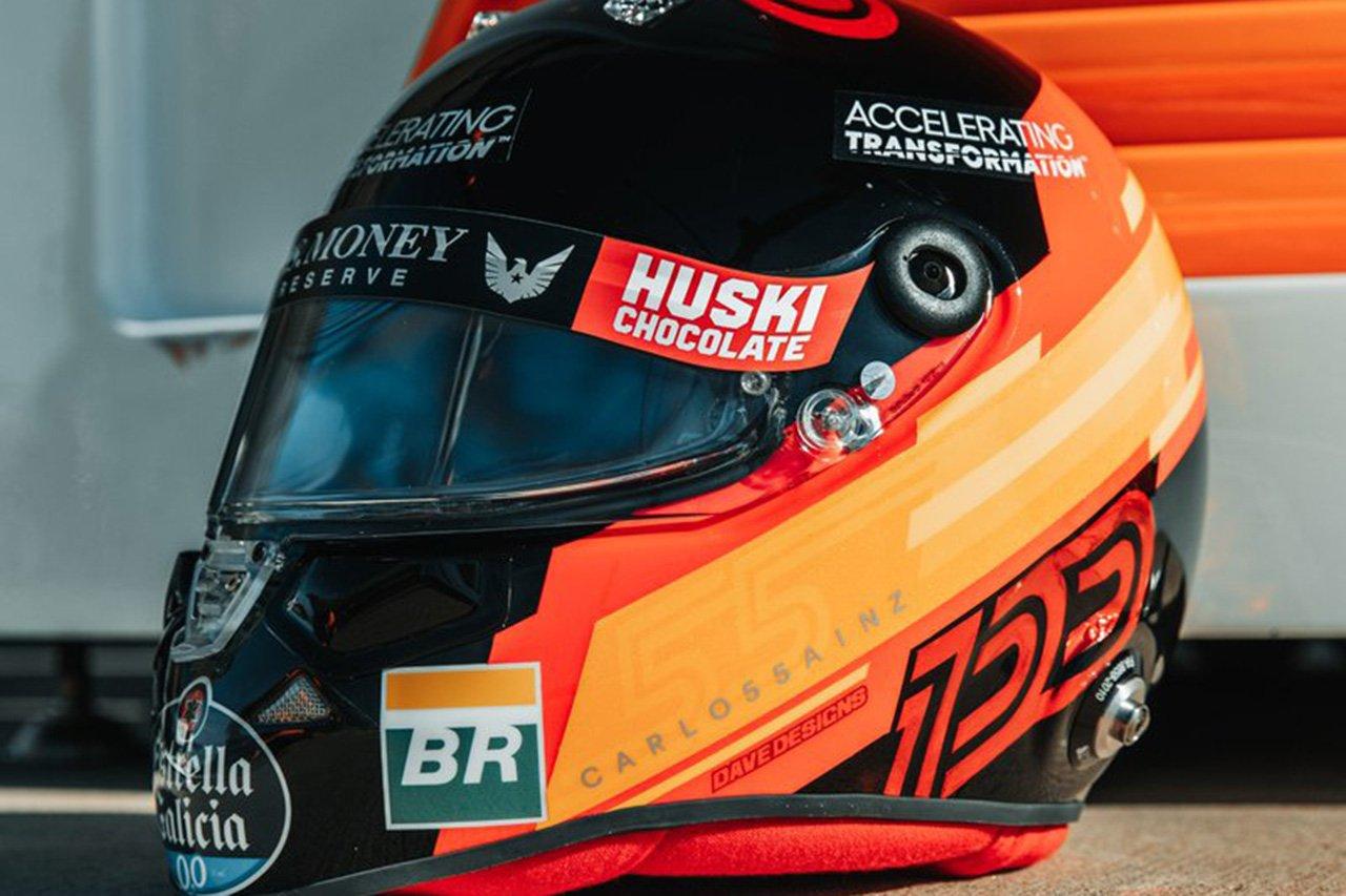 """カルロス・サインツ、F1アメリカGPで""""100戦目""""仕様の特別ヘルメット"""