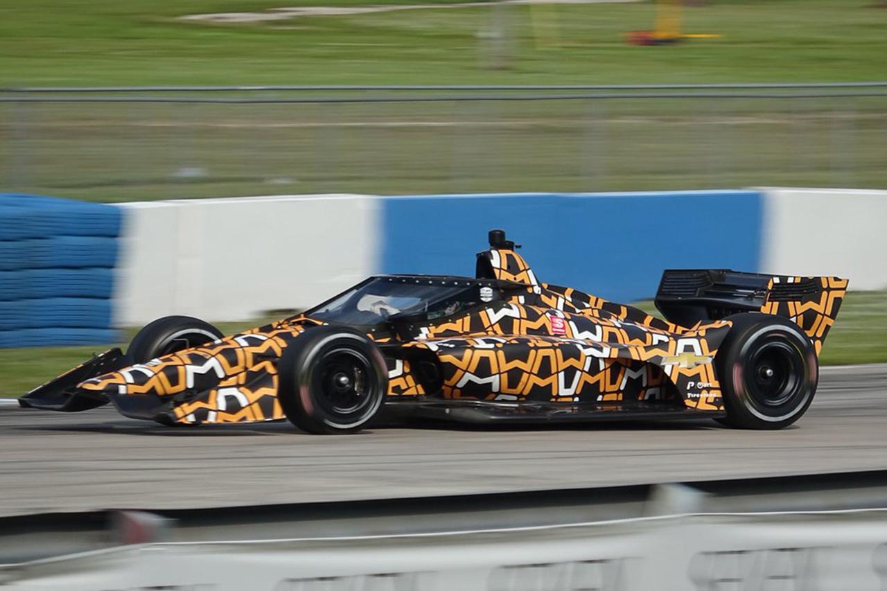 マクラーレン、カモフラ塗装のマシンでインディカーのテストに参加