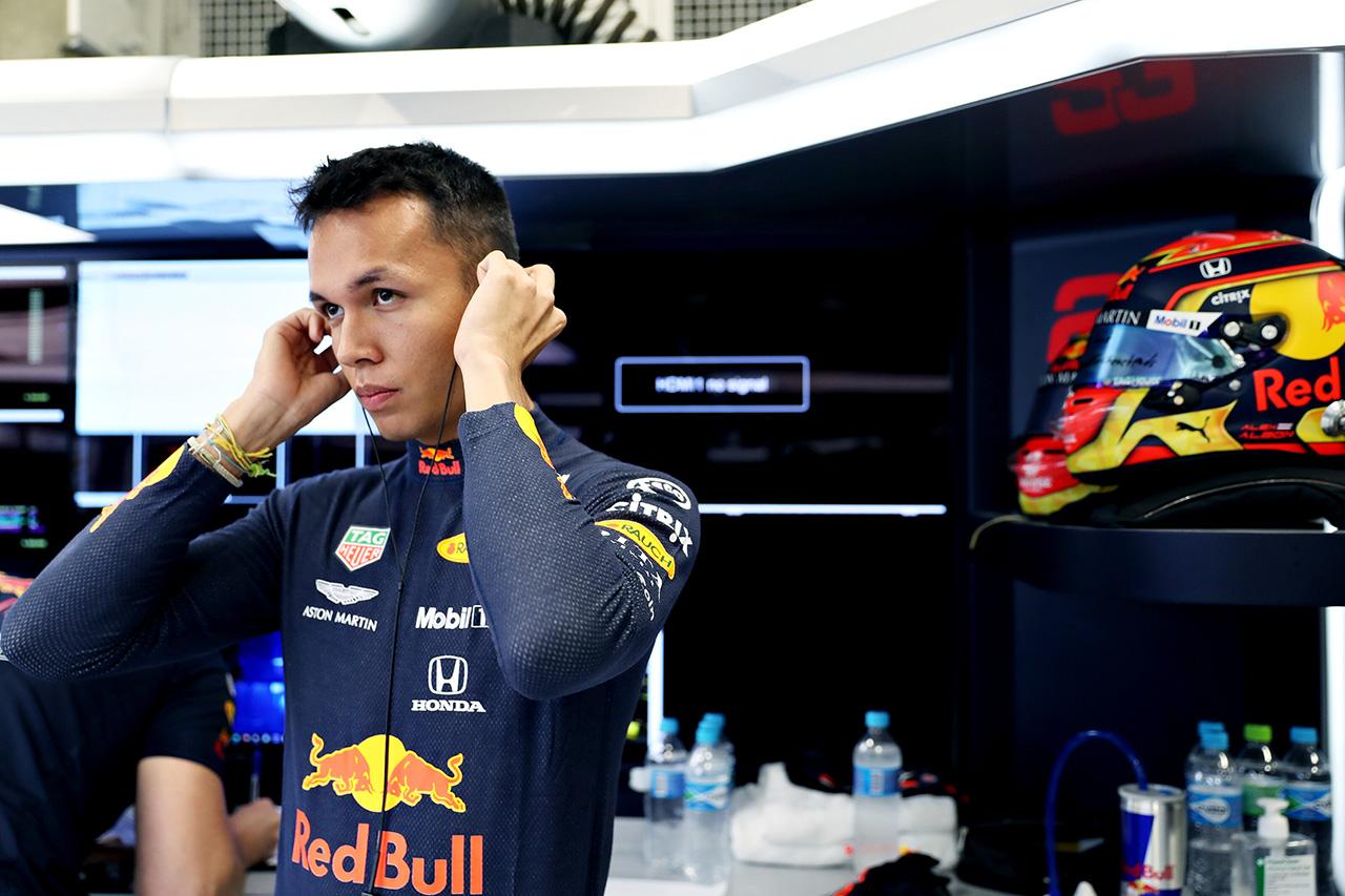 アレクサンダー・アルボン 「一番してはいけない場所でのブレーキミス」 / レッドブル・ホンダ F1ブラジルGP初日