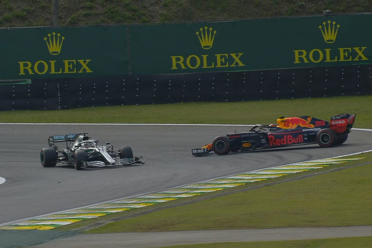 ルイス・ハミルトンに5秒ペナルティ、カルロス・サインツが3位に昇格 / F1ブラジルGP