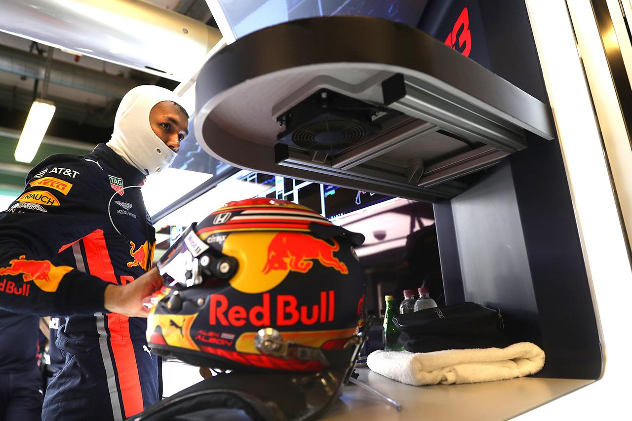アレクサンダー・アルボン 「フェラーリは予選ではきっと速さを見せる」 / レッドブル・ホンダ F1アブダビGP 初日