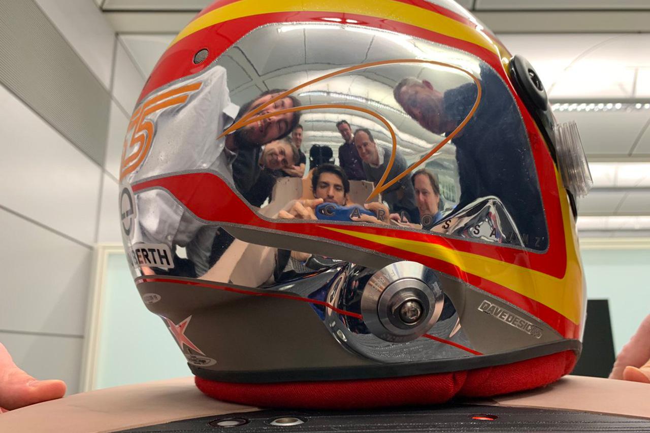 カルロス・サインツ、2020年F1マシン『MCL35』でシート合わせを完了