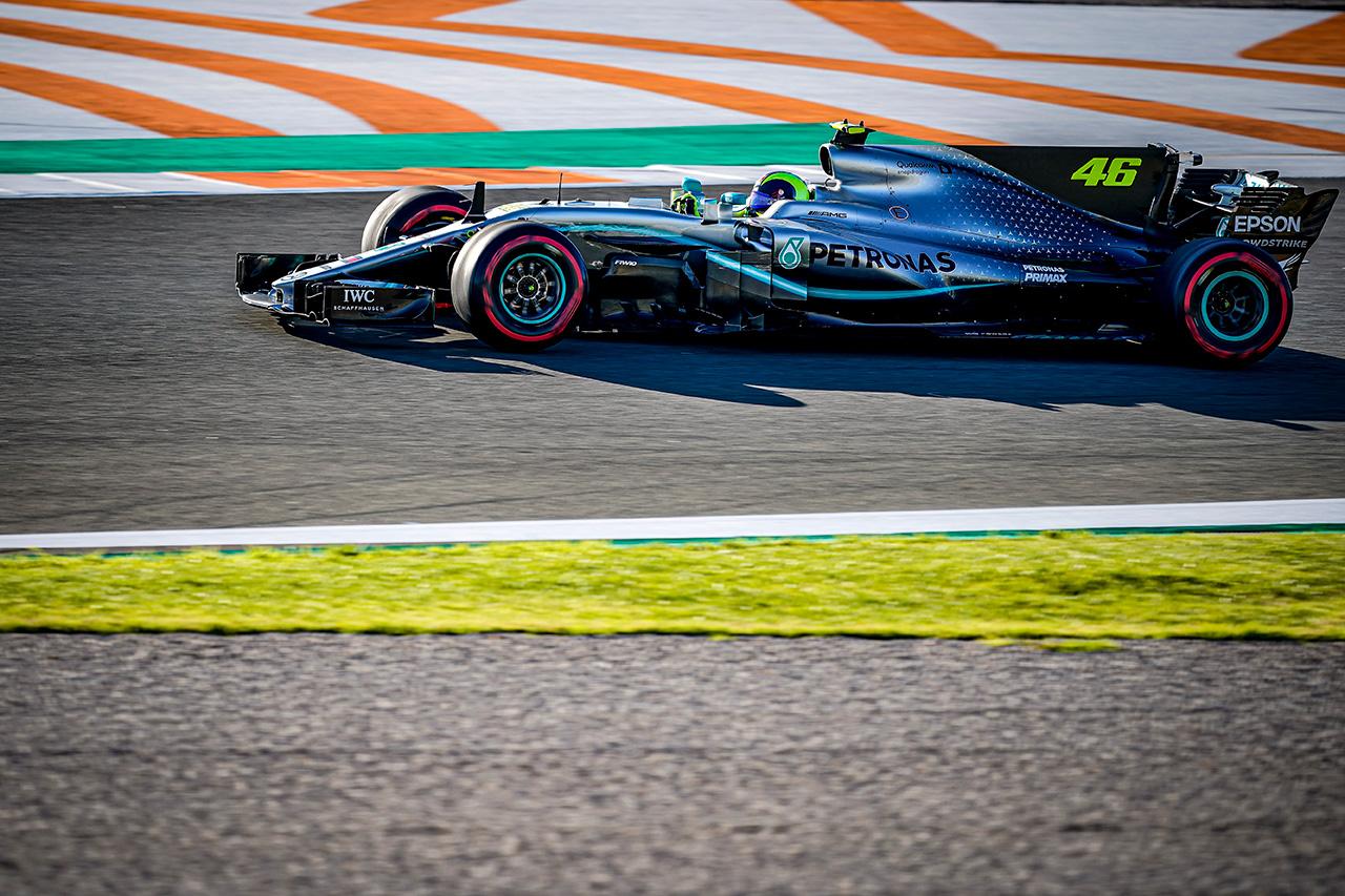 【動画】 バレンティーノ・ロッシ、メルセデスのF1マシンで走行
