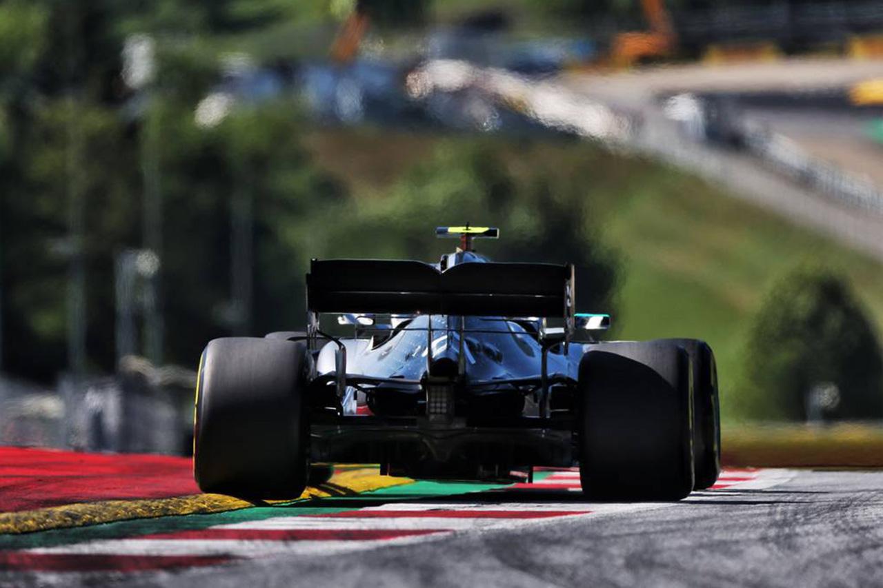 メルセデスF1 「控えめなエンジンサウンドはファミリーを来場に導いた」