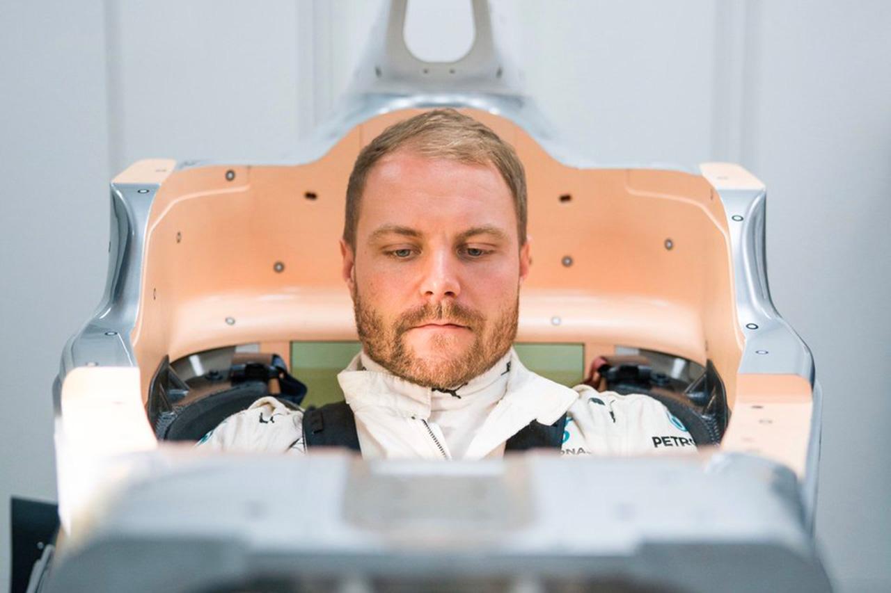 バルテリ・ボッタス、メルセデスの2020年F1マシン『W11』でシート合わせ