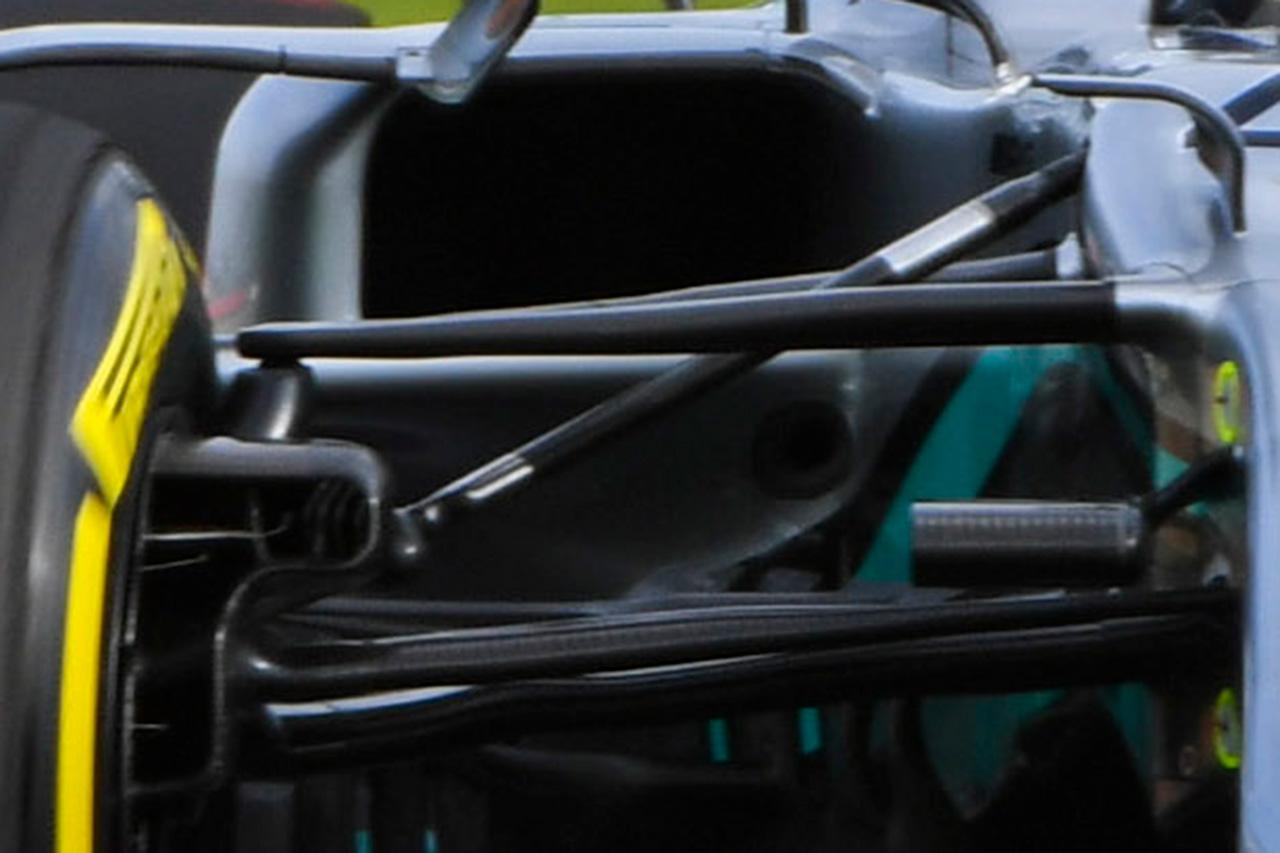 メルセデス W11:フロントサスペンション周り