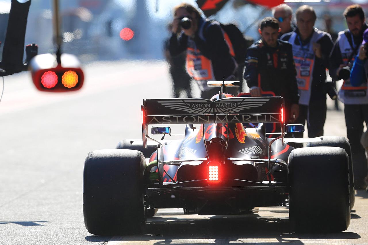 レッドブル・ホンダF1のアルボン、サスペンション問題で走行時間を失う