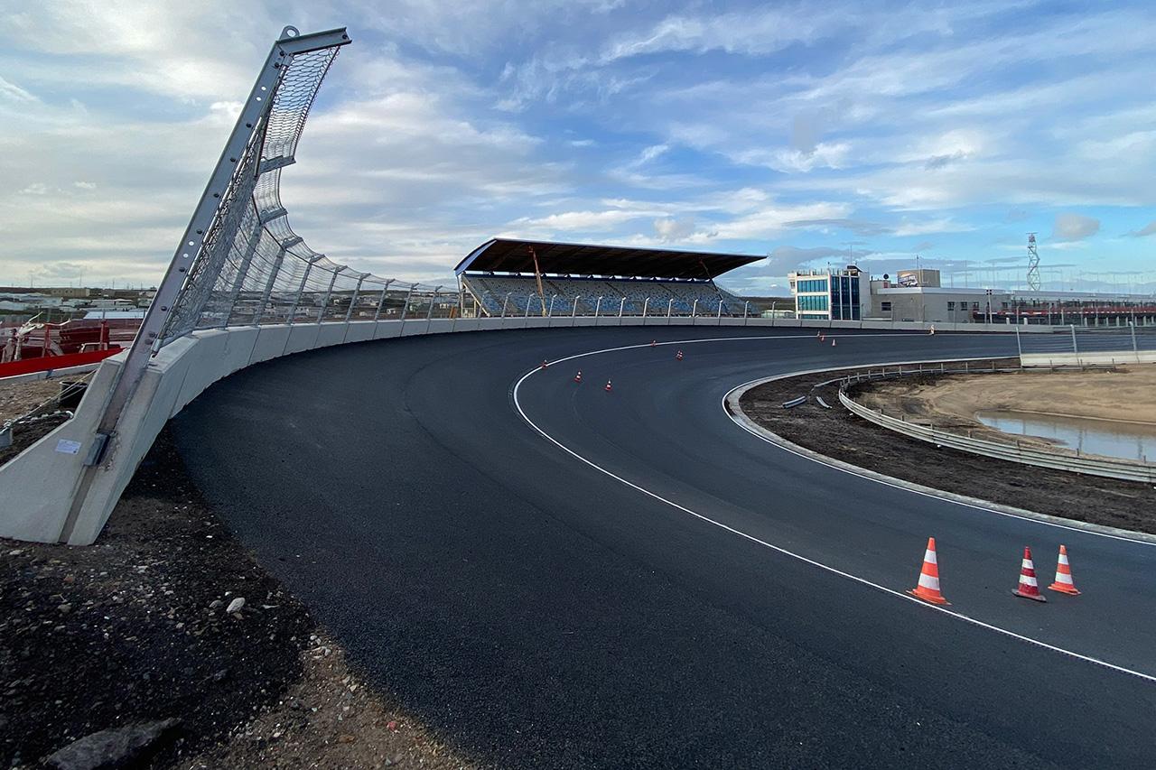 F1オランダGP:ザントフォールトのバンクコーナーの画像を公開