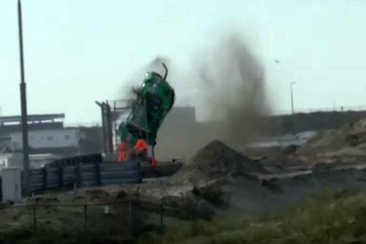 F1関連:新生ザントフォールのバンクコーナーで大クラッシュ事故