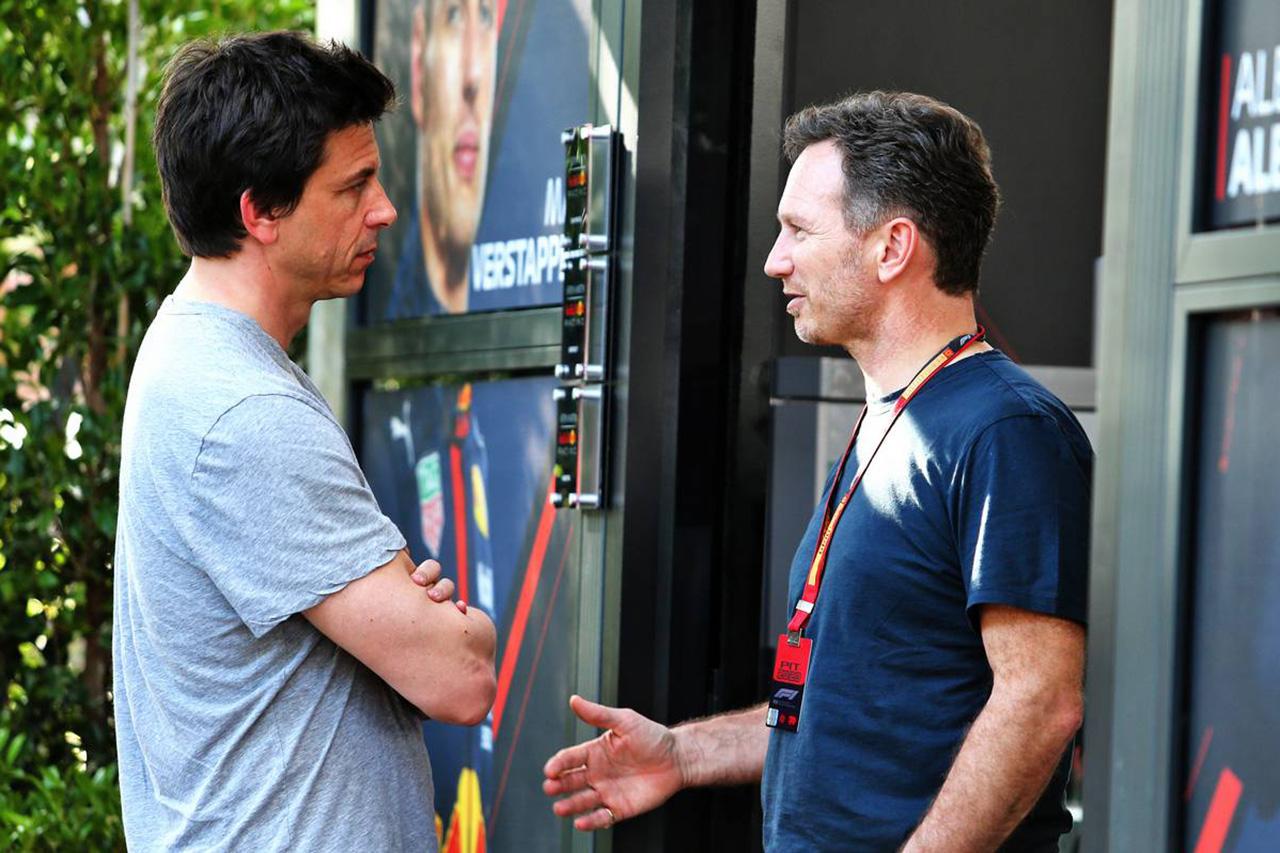 レッドブル、F1オーストラリアGPで中止派に寝返ったメルセデスに恨み節