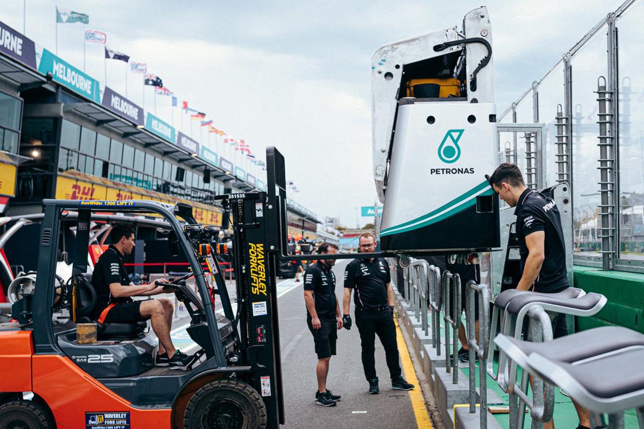 メルセデスF1チーム、ダイムラーからの電話で開幕戦の中止を決意