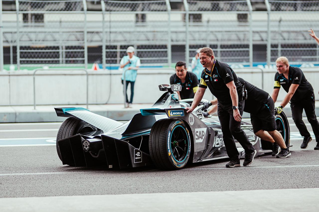 F1:ハミルトン 「フォーミュラEがモータースポーツの頂点に立つことはない」