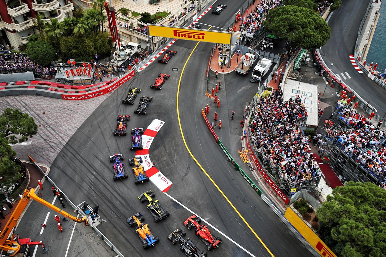 F1特集:2020年と2021年をまたいだスーパーシーズンとして開催すべき?